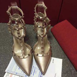 2019 Designer femmes talons hauts party fashion rivets filles sexy chaussures pointues Chaussures de danse, chaussures de mariage, sandales à double bride. ? partir de fabricateur