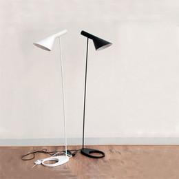 2019 лампы poulsen Напольный светильник E27 черный / белый Arne Jacobsen Louis Poulsen Металлическая напольная настенная лампа для гостиной / загородного дома / бара / отеля скидка лампы poulsen