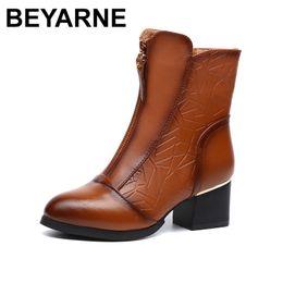 BEYARNE старинные середины икры женщин сапоги квадратные толстые высокие каблуки острым носом Мартин сапоги из натуральной кожи зимняя обувь для женщин от
