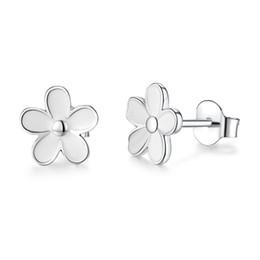 b77d8d0bd76c ohrringe ohrstecker weiße blüten Rabatt 2018 sommer Neue Authentische 925  Sterling Silber Ohrring Weißer Emaille Daisy