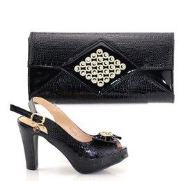 Scarpe da donna italiane e set di borse decorate con strass e scarpe da  abbinare italiane. Set in nero borsa di scarpe italiana nera economici 4039912ce62