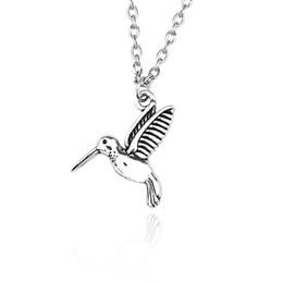 Gargantilla de metal vintage online-Moda Lindo Pequeño Pájaro Colgantes Collares de Plata de La Vendimia de Metal Animal Colgante de Las Mujeres Gargantilla Collar Collar de Regalo de La Joyería