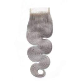 Spitzenverschluss grau online-Silbergrau Farbe Körperwelle Spitzenverschluss mit Babyhaar gebleichte Knoten Remy Menschenhaar 4x4 Spitzenverschlüsse