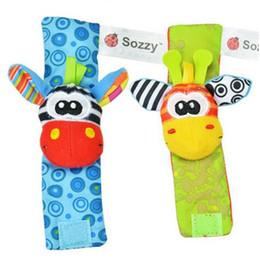 Nueva Lamaze Style Sozzy Rattle Muñeca Donkey Zebra muñeca Sonajero y calcetines juguetes (1Set = 2 piezas Muñeca + 2 piezas calcetines) desde fabricantes