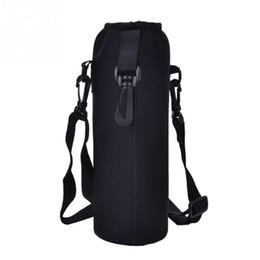 Botella negra bolsas online-Bolsa de la bolsa de la botella de agua 1000ML Bolsa con correa Bolsa de la botella de agua de neopreno Bolsa con aislamiento Bolsa de hombro Correa de hombro Negro