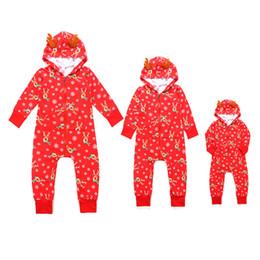2019 pijamas de monos de invierno Bebé Bebé Mono de Navidad Familia Ropa A Juego Navidad Ciervo Copo de nieve Impresión Pijamas Con Capucha Recién Nacido Otoño Invierno Cálido Trajes rebajas pijamas de monos de invierno