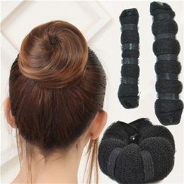 2019 botón de accesorios para el cabello Botón del fabricante de bollo para el cabello Cordón de cuero Accesorios para el cabello Herramientas Sintéticas Baratas para Mujeres Pelo resistente al calor botón de accesorios para el cabello baratos