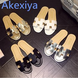 Wholesale e h - Akexiya 2017 Summer H Letter W Slippers Fashion Flat Heel Home Bathroom Slip-resistant Slippers Female Beach Grag Sandals