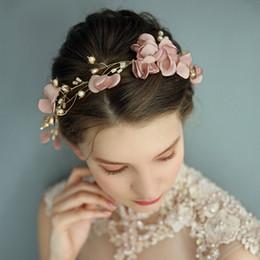 Fascia di promenade dentellare online-Copricapo di fiori fatti a mano rosa per capelli per le perle da sposa Prom