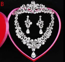 conjunto de joyas de perlas austriacas Rebajas Pendientes de collar de cristal de diamantes de imitación de Austria claro Set Corona de novia de boda de tiara Jewlery 2018 joyería de cristal de perlas