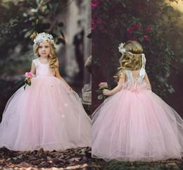 bellissimi abiti rosa per i bambini Sconti Baby Pink Flower Girls Abiti Ball Gowns Tank cinghie Paillettes Morbido Tulle fiori fatti a mano Belle bambine pageant Abiti per bambini