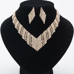 Silberne kleidermodelle online-exquisite Braut Kristall Halskette Weiß Strass Mosaik Hochzeit Kleid Schmuck Dame Ohrringe Halskette Set Modell Kleid Zubehör