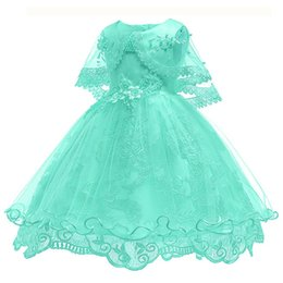 2018 Wedding Flower Girls Abiti Cute Pink Bow Bambino primi vestiti di comunicazione con paillettes oro Tiered Tea Length Party Ball Gown supplier baby tea party dress da vestito da partito del tè del bambino fornitori