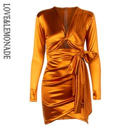 2019 abiti spalla LoveLemonade Deep V-Neck Cut-Out Pad Pad Slim-Fit Party Dress LM81565 arancione sconti abiti spalla