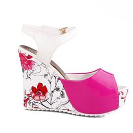 Robe de jour filles b en Ligne-2018 nouvelle journée de la mode wedge et plate-forme à bout ouvert sandales fille porter des chaussures femmes habillées chaussures gros Chine