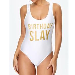 Cumpleaños SLAY Letter Print Trajes de baño de una pieza Mujeres Sexy Back Low Bodysuit Traje de baño Baño Ropa de playa Jumpsuit Mujer desde fabricantes