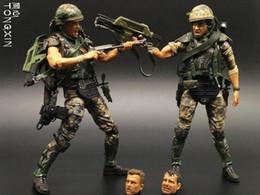"""2019 i marmi di vetro liberano il trasporto 7 """"soldati mercenari guerriero ferro guerra aliena l'arma può essere in movimento a mano modello accidentalmente giocattolo NECA"""