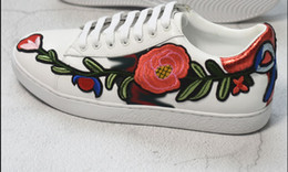 Wholesale 3d Flower Lace Fabric - Hot! 2018 new rosette embroidery shoes small white shoes men and women models large 3D flowers casual shoes,size 36-45