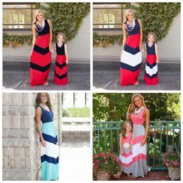 мама дочери в зимних костюмах Скидка Летние платья полосатый мама девушки платье мать дочь соответствующие платья семьи соответствующие наряды мама и я одежда DHT475