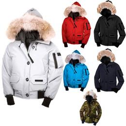 las mujeres se cubren de ganso Rebajas 2018 Overcoat Mens Winter Warm Coat Goose Chilliwack Bomber Goose Down Chaqueta Bomber Parka Real Coyote Fur Black Label Mujeres Down Parkas