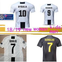 Wholesale Tailandia RONALDO jerseys de fútbol DYBALA kit de fútbol ventiladores de la camiseta versión jugador campeón MEN HOMBRES NIÑOS JUVE regalo envío gratis
