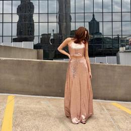 Vestidos de fiesta con lentejuelas de dos piezas en color rosa dorado real 2019 Jewel Halter Keyhole Back Vestidos de fiesta largos y sencillos Vestidos de noche baratos desde fabricantes
