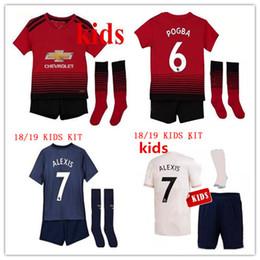 2019 jersey de fútbol de los muchachos xl 2018/19 Manchester United Soccer Jersey KIT DE NIÑOS con medias 18 19 Lukaku ALEXIS pogba boys camiseta de futbol Personalizar kit de fútbol infantil jersey de fútbol de los muchachos xl baratos