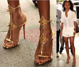 Saltos abertos do dedo do pé do estilete on-line-2018 novidade sexy dedo aberto mulher tornozelo tira sandália de ouro preto saltos finos sandália verão sapatos de salto alto rebite vestido sandália