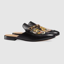 Zapatillas de diseño para hombre Princetown zapatilla bordada aplique tigre Suela de cuero Detalle Horsebit Mocasines 5