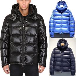 2019 vestes de conception en plumes Italie Fashion Design Hooded Down Jacket Hommes Style Classique Rembourré Plumes Vestes Chaud Hiver Porter Homme vestes de conception en plumes pas cher
