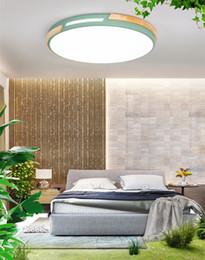 Cozinha teto luz madeira on-line-Arte de madeira oca quarto luz de teto lâmpada nórdica moderna minimalista rodada iluminação da cozinha lâmpada macarons led lâmpada do teto