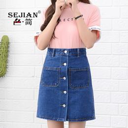 Calças jeans comprimento joelho on-line-Europa dos eua marca mulheres casual cotton denim saia azul a linha de cintura alta verão moda botão bonito lady knee-length jeans saias