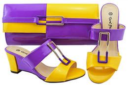 Set di scarpe e borse italiane viola per feste in donne set di scarpe e  borse da donna in pelle nigeriana decorate con scarpe da festa africane in  strass 4cc2cb847da