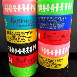 30pcs Breite 24mm Farbe Mix BESTE FREUNDE Silikonarmbänder Freundschaft Gummibänder Männer Frauen Großhandel Bunte Armreifen Mädchen Junge Manschette von Fabrikanten