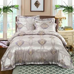 Capas de edredon cetim europeu on-line-Conjunto de cama de prata queen size capa de edredon de cetim de luxo jacquard colcha casal roupa de cama europeu bordado home textile 4 pc