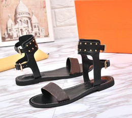 Wholesale Womens Ankle Strap Shoes - 2018 new arrived luxurious womens Flat Sandals shoes fashion girl brown Sandals Summer Casual flip flop fashion Shoes 35-41 with box 0011#