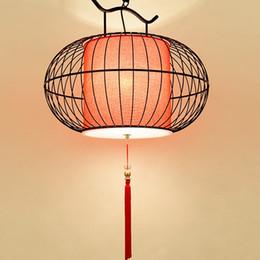 Eisen vogelkäfig anhänger online-Kreative Birdcage Pendelleuchte Runde Iron Art Pendelleuchten China Restaurant Teehaus Bar Dekorative Lampe Rot Weiß Dekor Lampen