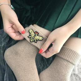 Canada Nouvelle arrivée de haute qualité super épais chaussettes en laine pour les femmes hiver broderie abeilles gem chaussettes faites à la main cheap super gems Offre