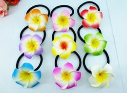 großhandel rhinestone barfuß sandalen Rabatt 50 neue 9 Farben Schaum Hawaiian Plumeria Blume Frangipani Blume Braut Haarbänder Gummibänder 4,5 cm
