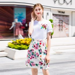 Двубортные рубашки онлайн-Pretty 2 Pieces Women Sets European Fashion Sweet Short Sleeve White Embroidery T shirts +Rose Print Double-breasted Skirts Suit