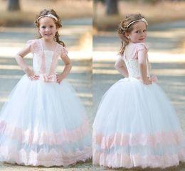 2019 vestido branco rosa flores criança Princesa Branca com Rosa vestido de Baile Vestidos Da Menina de Flor 2018 Lindo Cap Mangas Lace com Arco Crianças Criança Aniversário Comunhão Vestidos de Festa vestido branco rosa flores criança barato