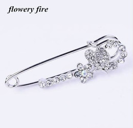 Wholesale Asian Hijab Wholesalers China - Hot Korean Crystal Rhinestone Butterfly Brooches hijab pins for Man Women Suit Scarf Flower Brooch Pin Jewelry Accessories Gift