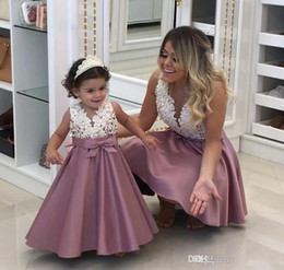 Wholesale Daughter Wedding Dress - Fashion A-Line Flower Girls Dresses 2018 Cute Pearls Lace Bow Appliques Mother and Daughter Dresses V-Neck Sleeveless Kids Formal Wear