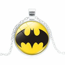 Cadeaux batman en Ligne-Super Hero Collier 3 Couleurs Batman Alliage Chaîne En Verre Pendentif Charme Collier Film Bijoux Cadeau Pour Enfants