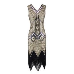 2019 langes weißes hochzeitsnachtkleid Frauen Vintage 1920er Jahre Flapper Kleid mit V-Ausschnitt Pailletten Fransen Cocktail Party Kleid 20er Jahre Gatsby Kostüm für Prom Abend