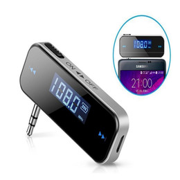 Estéreo do carro android universal on-line-Universal mini sem fio 3.5mm in-car music transmissor fm lcd display car kit transmissor mp3 player do carro para o iphone android telefone celular