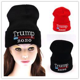 Новый Год Подарки Вязание Шапки Вышивка Козырь 2020 Шапки Зимние Шапочки Сделать Америку Большой Снова Дональд Трамп Лыжи Snood Теплый Мужчины Женщины Cap от