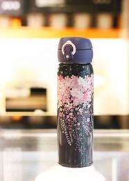 2019 кубок цветения New Starbucks Night Cherry Bloss Вакуумная чашка Нержавеющая сталь фиолетовый Sakura Сопровождающая чашка из Dooor Sport 500 мл кофейная чашка дешево кубок цветения