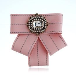 En gros Vintage Broche Tissu À La Main Arc Broche pour Femmes Cravate Importé Matériel De Fête De Mariage Accessoires Valentine Cadeau ? partir de fabricateur
