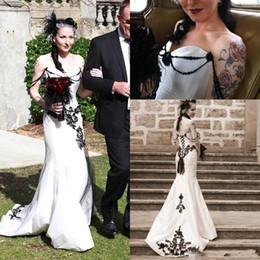 billige schwarze gotische brautkleider Rabatt Günstige Weiß und Schwarz Gothic Mermaid Brautkleider Brautkleider Spitze Appliaue Sexy Off Shoulder Einzigartige Open Back nach Maß Plus Size